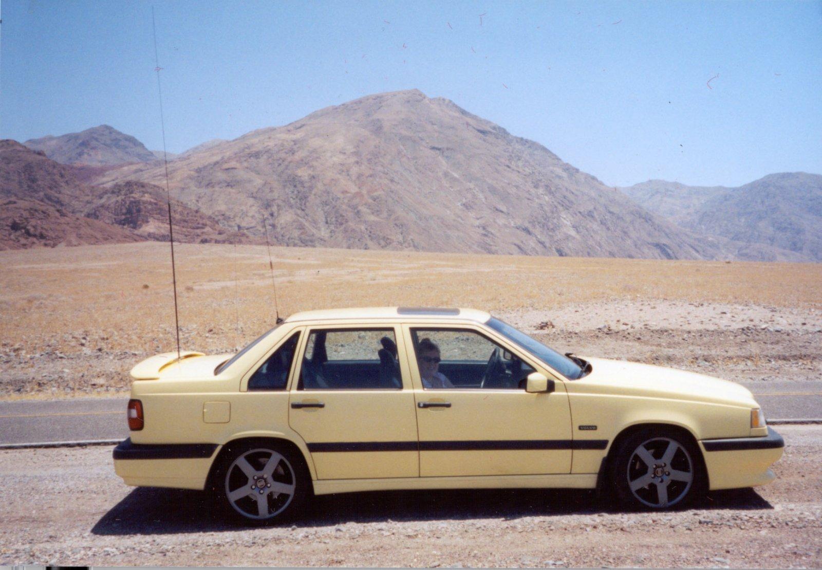 1995_Volvo_850_T5R_At_Death_Valley_2005_06_12.jpg