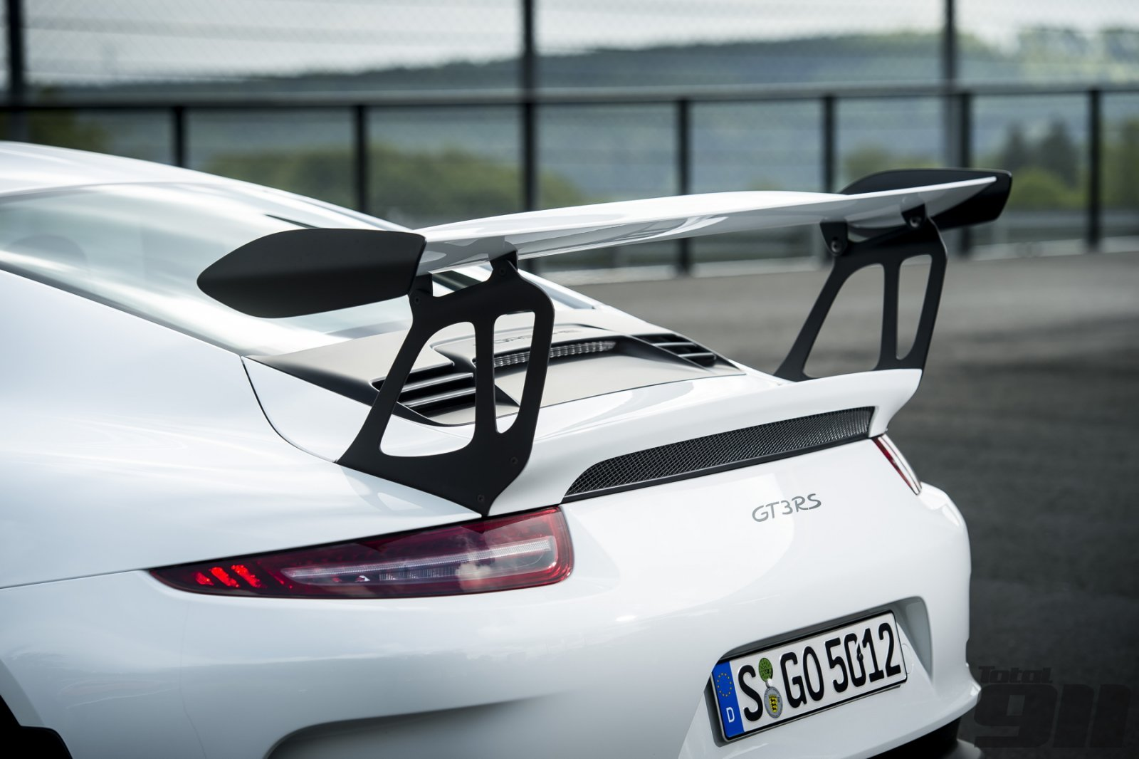 GT3-RS-rear-wing.jpg