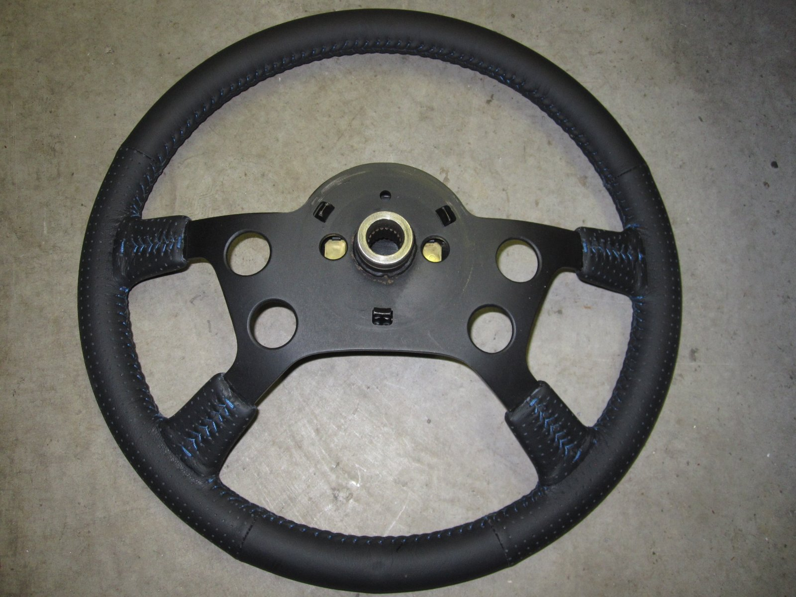 Steering wheel 3.JPG