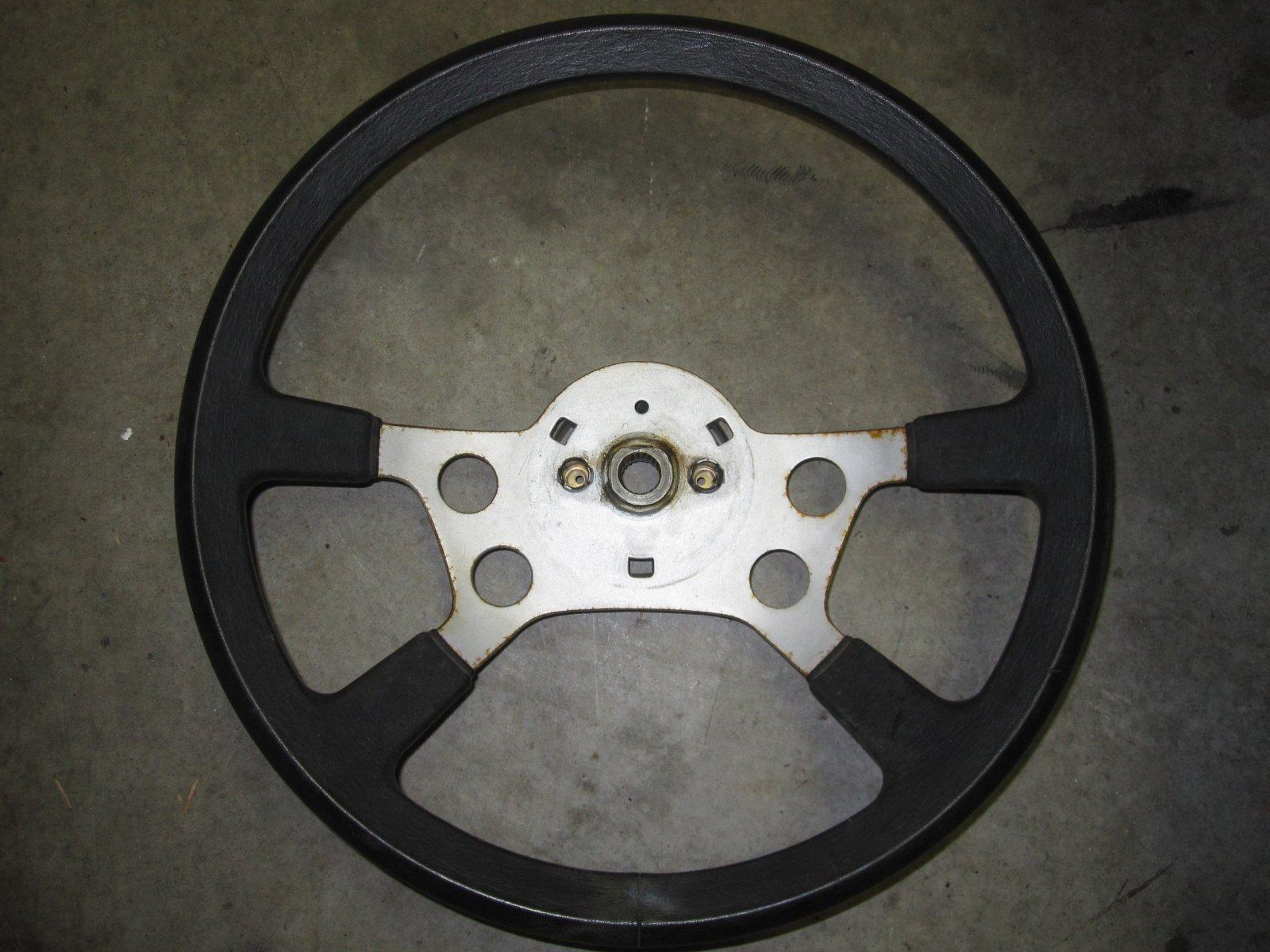Steering wheel 5.JPG